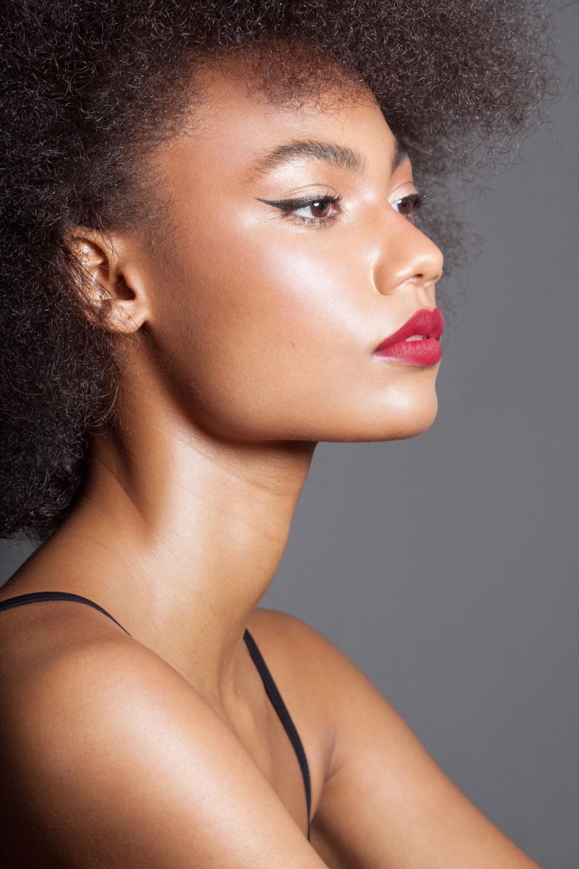 STUNNING BLACK WOMAN MAKEUP