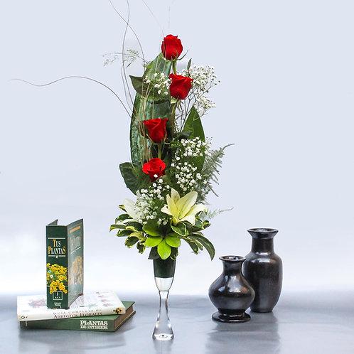 Copa de 4 rosas y 2 lirios