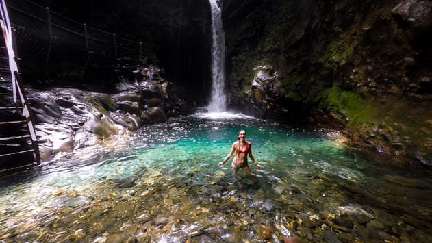 Oropendula-waterfall-costa-rica.jpg