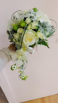 Bouquet retombant blanc et vert