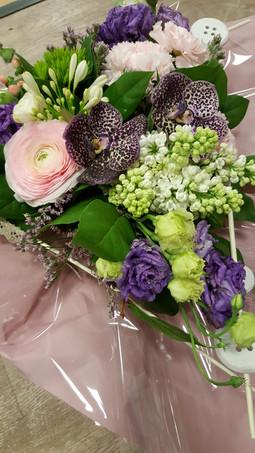 Bouquet pastel avec lilas, lisianthus, r
