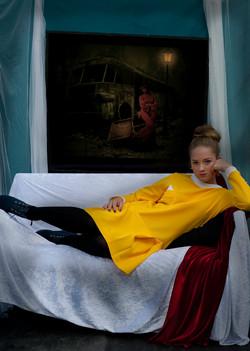 Mira-i-gul-klänning,4-stjärnig,01