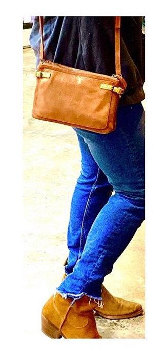 CRAZY LOU, Dora pochette cuir, camel