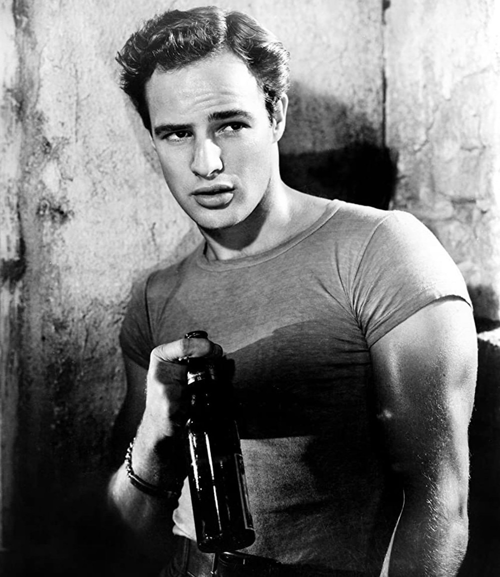 Marlon Brando dressed in a T-shirt in the movie A Streetcar Named Desire
