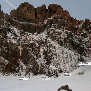 Escalada invernal Vái Cam picazo Invernal en el tríptico de Peña Telera