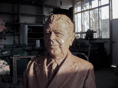 modelage de la statue de Magritte pour la ville de Lessines