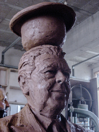 fabrication bronze Magritte lessines