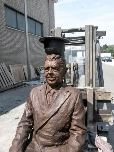 bronze magritte lessines