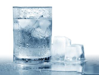 Beber água gelada faz mal à saúde? Verdades e Mitos!
