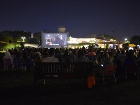 Cinema a céu aberto no Boulevard Laçador