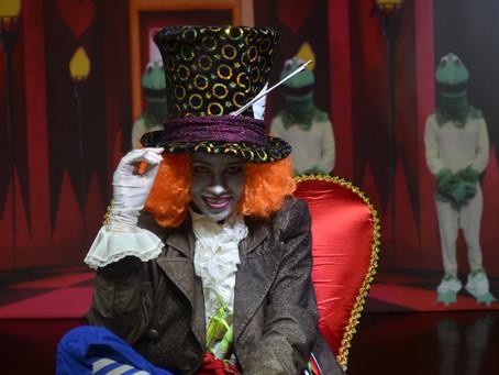 Alice, Peppa e Chapeuzinho no teatro