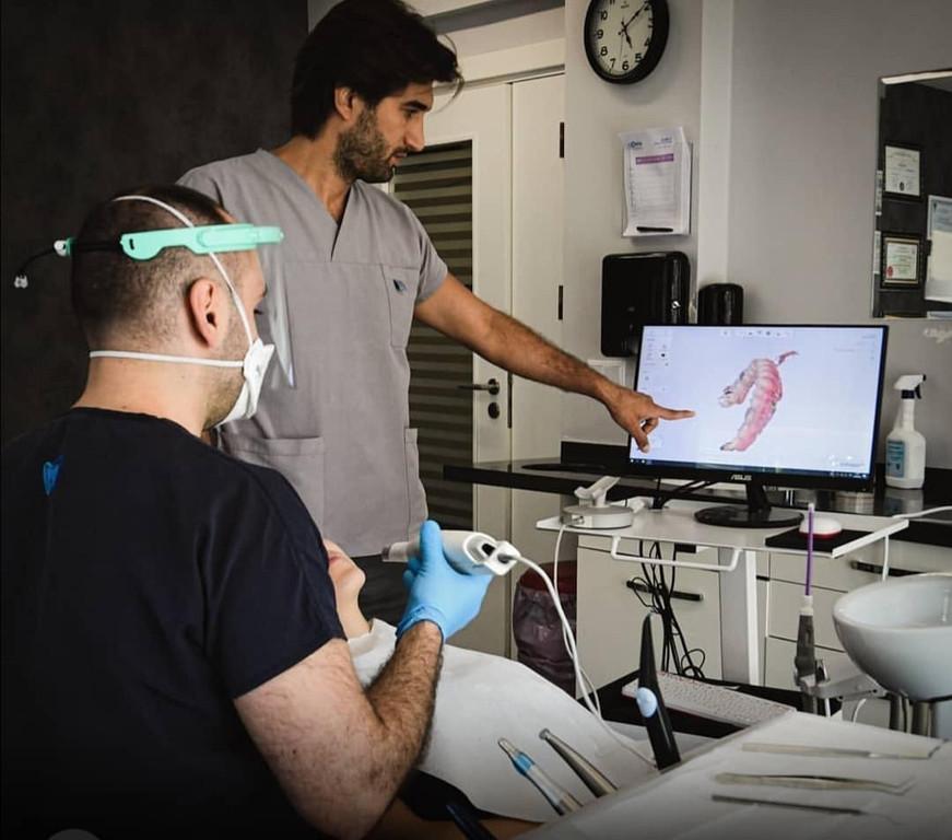 unser Zahnchirurg bei der Arbeit