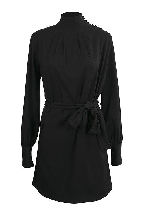 Robe noire à col montant