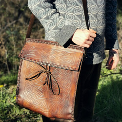 knotwork crannog bag