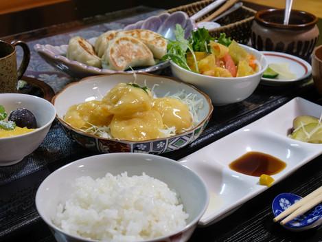 かわしも餃子とむき海老のマヨネーズ和え定食