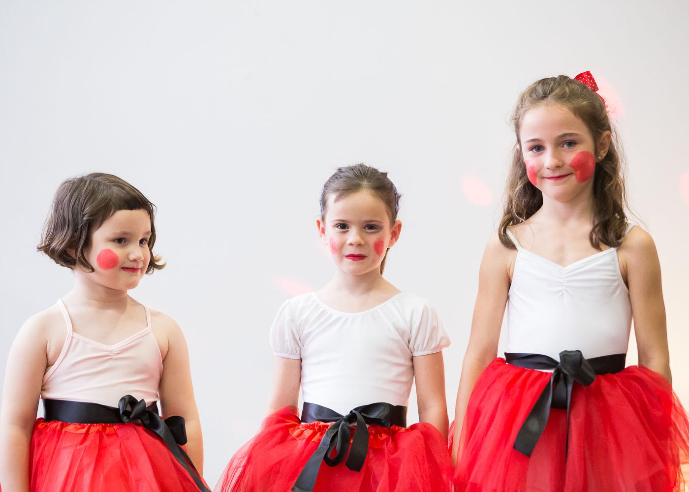 Tres futuras bailarinas