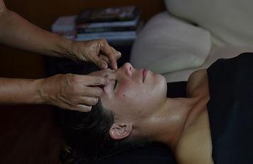 massage crâne et haut du dos
