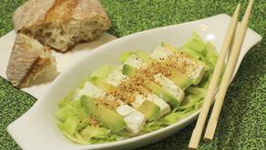 Lehký salát s avokádem na hubnutí