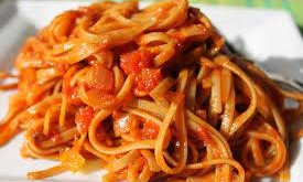Omáčka ze sušených či čerstvých, nejlépe domácích rajčat.