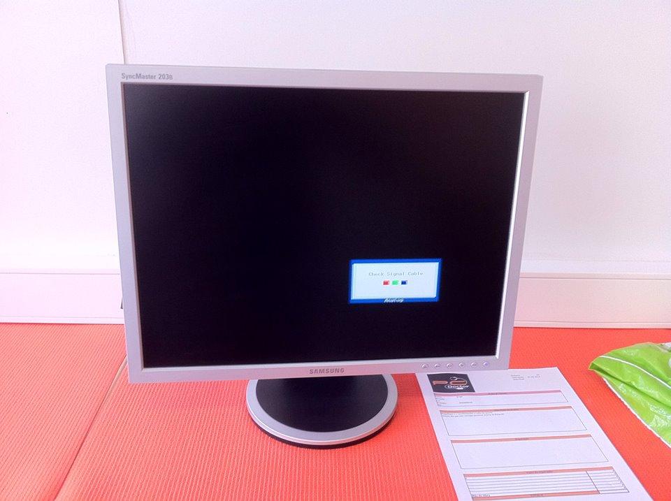Reparação de Monitor de 20  Samsung que ligava e desligava de seguida. Troca de