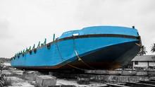 Coba2 : Kapal Tongkang Terdampar