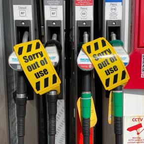 La pénurie d'essence en Angleterre déclenche des recherches sur les véhicules électriques