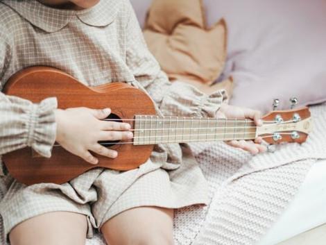 Pourquoi les enfants doivent apprendre à jouer d'un instrument de musique