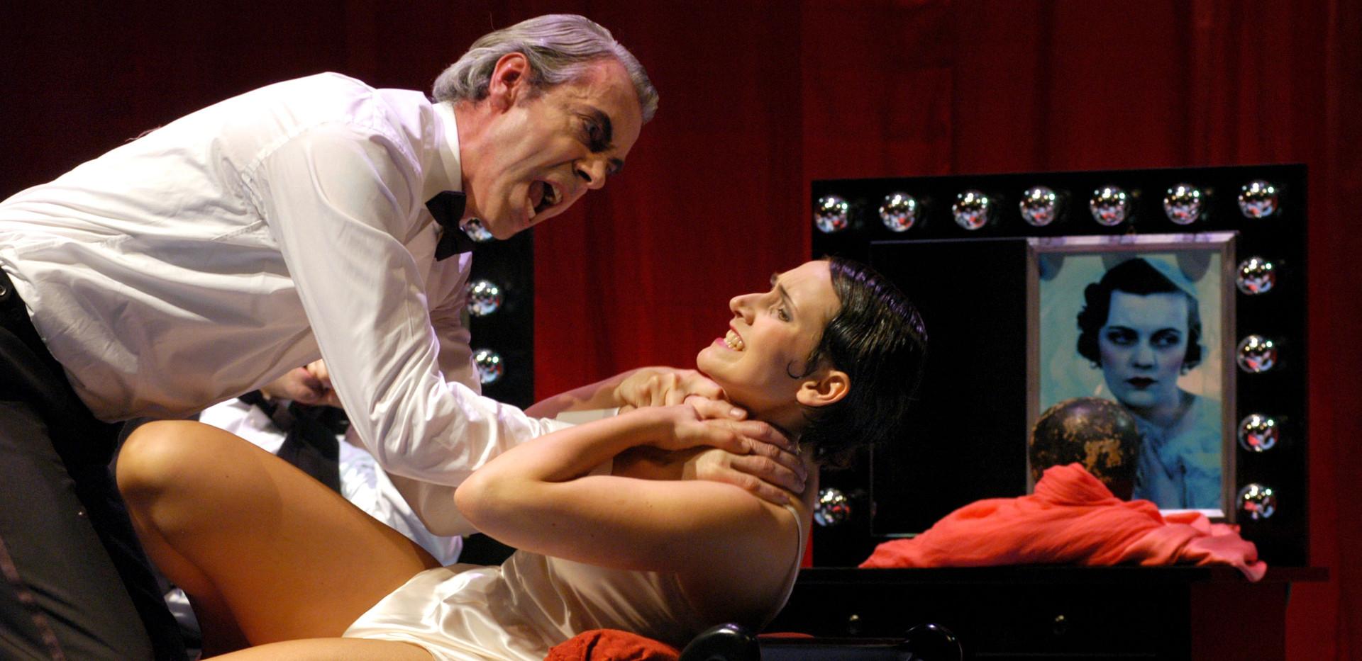 Powder her face, Oper Bonn  (Maid: Eva Resch, Duke: Nikolaus Meer)