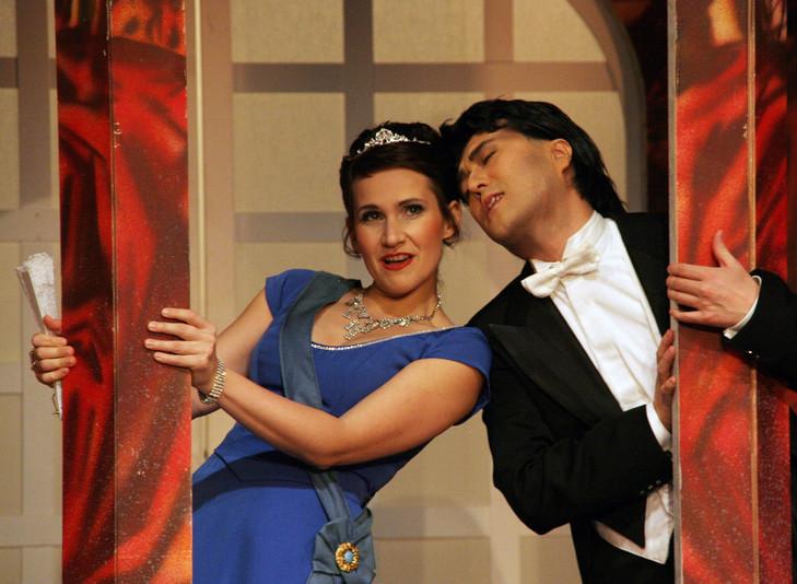 Die Lustige Witwe, Theater Vorpommern  (Valencienne: Eva Resch, Camille: Noriyuki Sawabu)