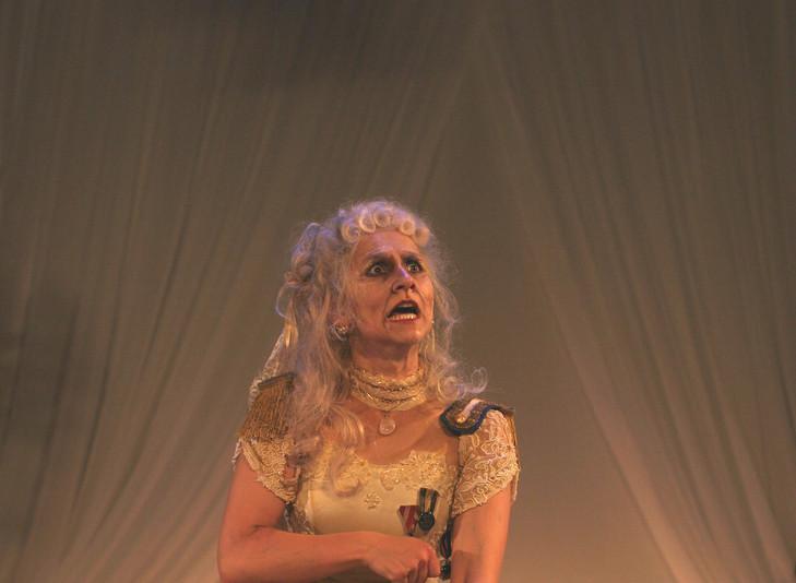 Miss Donnithorne`s Maggot, Theater Gießen  (Donnithorne: Eva Resch)