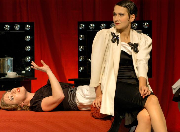 Powder her face, Oper Bonn  (Maid: Eva Resch, Duchess: Jennifer Maines)