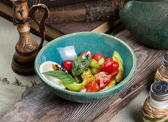 """Салат с грядки №7 свежие овощи, нежный сыр с волшебным """"Черри"""" 200гр"""