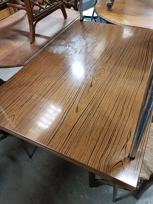 TABLE FOMICA