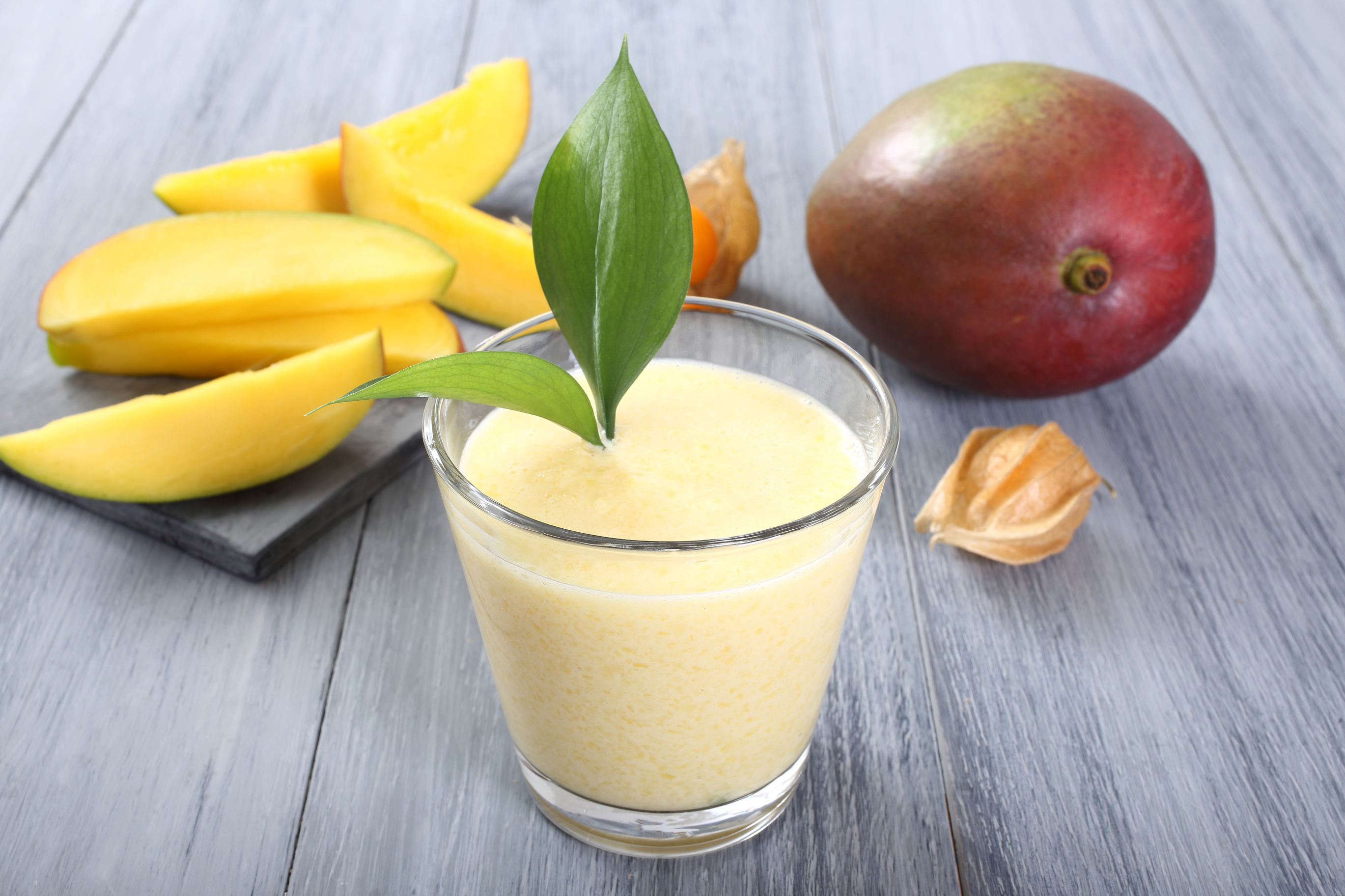 mango-smoothie-38556469