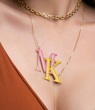 Colar maxi letras coloridas