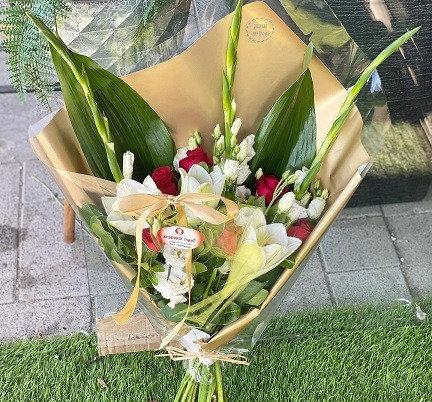 זר פרחים 8