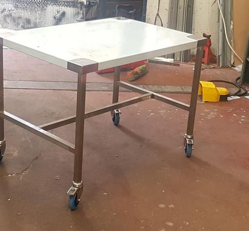 שולחן נירוסטה 10