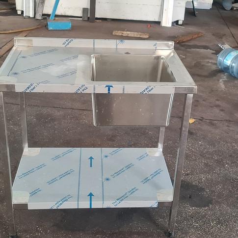 שולחן נירוסטה 16