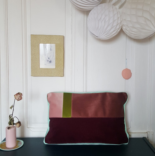 Coussin corbu aubergine objets de décoration occitanie gioia june