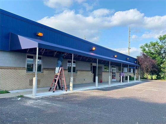 awningup-commercial-awnings_edited.jpg