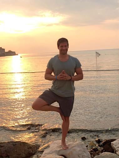 Ja, auch die Beweglichkeit und geistige Balance darf nicht zu kurz kommen. Darum gönne ich mir einmal pro Woche eine Yogaeinheit um Körper und Geist wieder in Einklang zu bringen