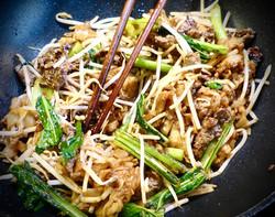 Cooking wok smoked drunken beef flat ric