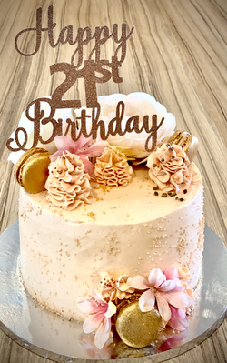 Golden macarons and flower cake