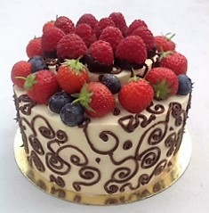 Fresh Berries Chocolate Pipping Cake