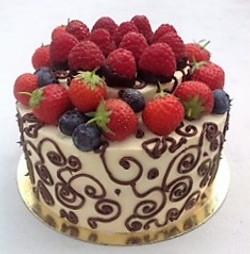 Fresh Berries Chocolate Pipping Cake