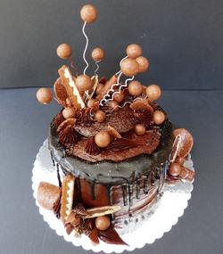 Malteser Madness Cake