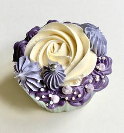 Mauve and vanilla cupcakes w
