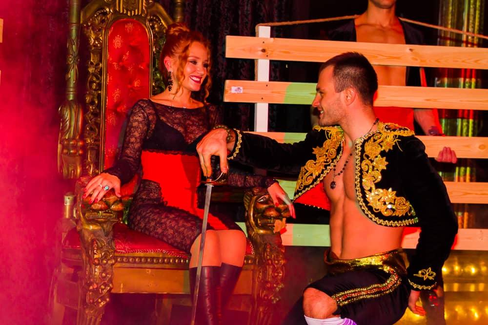 эротическое шоу в стриптиз клубе