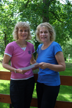 Joyce-receiving-her-5-stone-certificate.