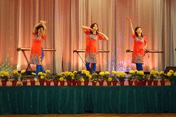 Con Buom Vuon Xuan dance & zither